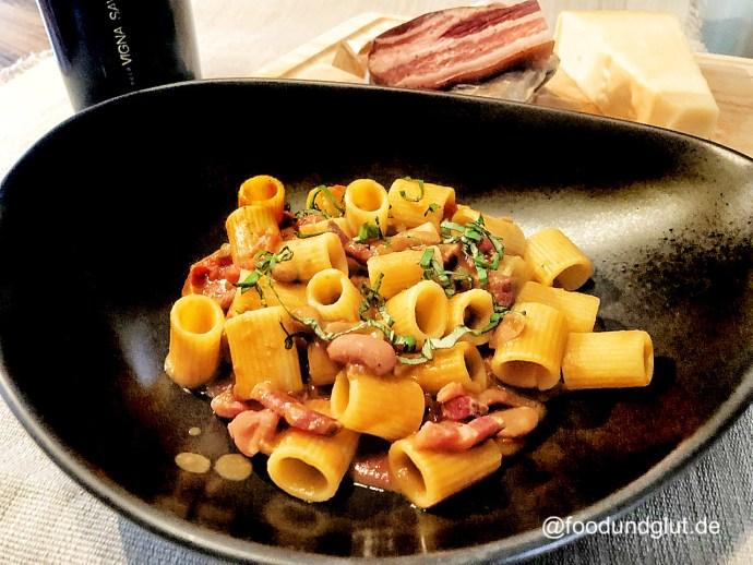 Pasta e fagioli - kurze Nudeln mit Bohnen