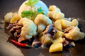 Grünes Rindfleisch-Curry mit Blumenkohl und Kartoffeln