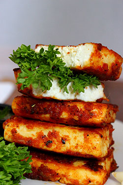Garlic paneer-Pan fried garlic paneer recipe
