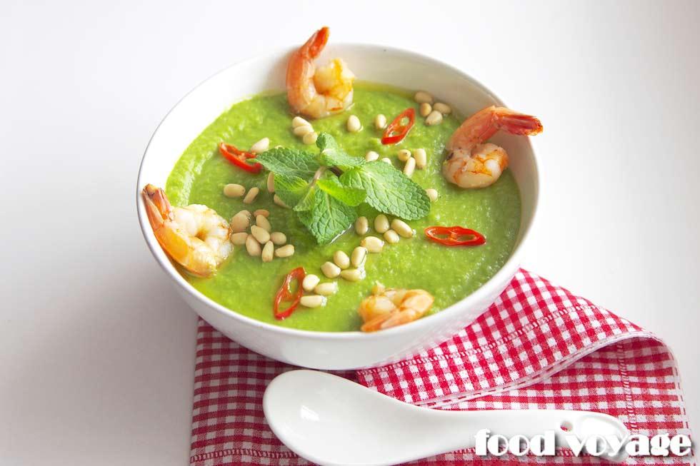 Суп-пюре из зеленого горошка с креветками