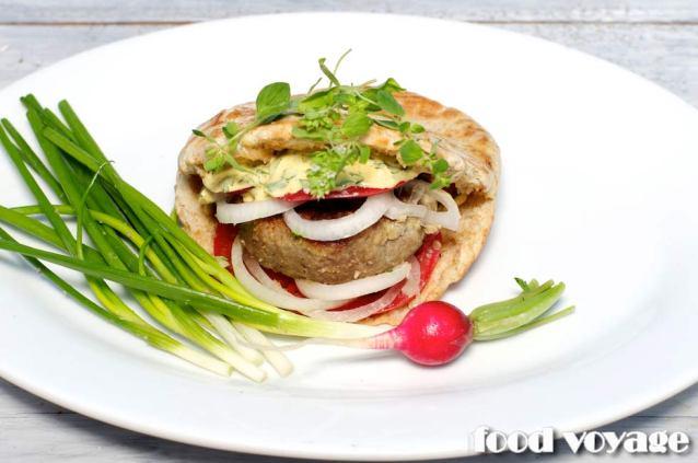 Бургер из баранины по Гречески