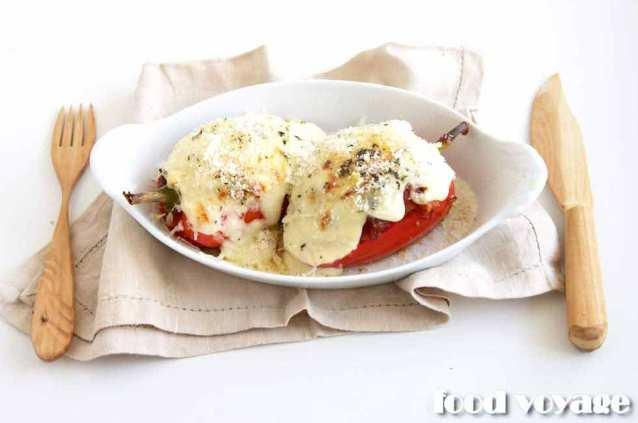 Фаршированные перцы, запечённые под соусом Маринара и сыром Моцарелла