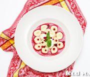 Ленивые вареники с брусничным соусом