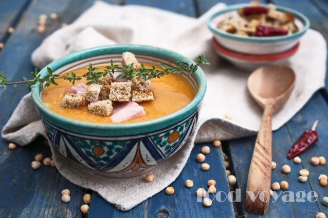 Гороховый суп с варёно-копченой рулькой