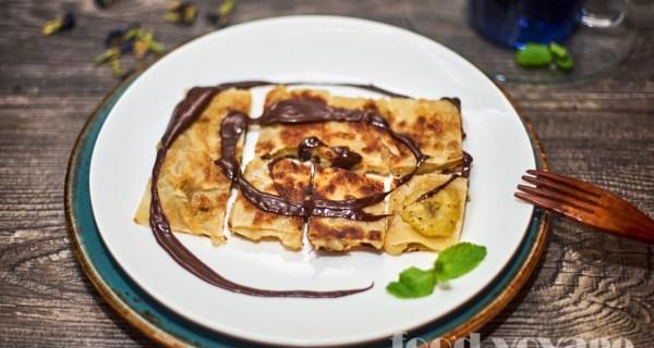 Блинчики Роти (Roti) с бананом и шоколадным соусом