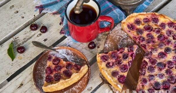 Творожный тарт с вишней и сметанно-сливочным  кремом