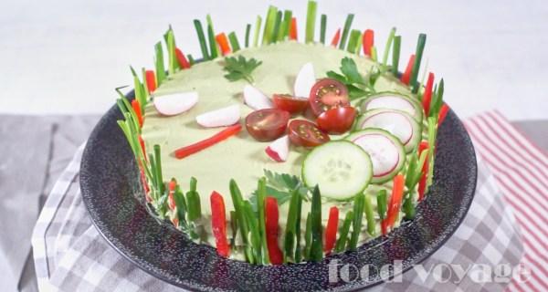 Закусочный торт из кабачка с красной рыбой и кремом из спелого авокадо