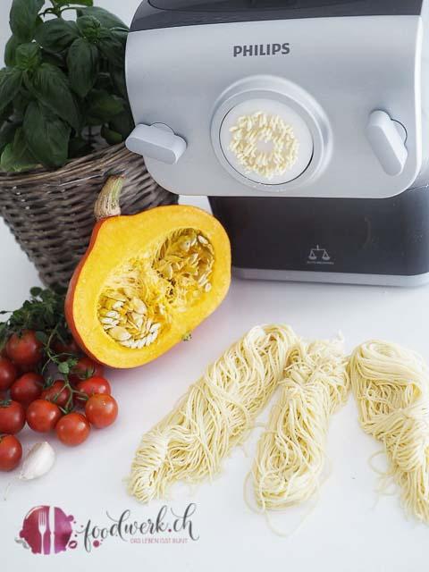 Ausgepresste Spaghetti mit dem Philips Pastamaker