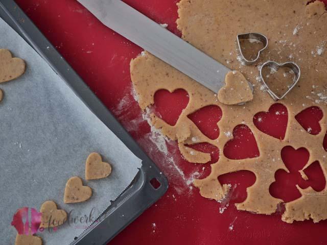 Mandelplätzchen in der Kekswerkstatt herstellen. So lieben wir Guetzli