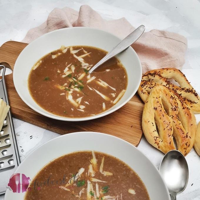Basler Mehlsuppe mit typischer Fastenwähe