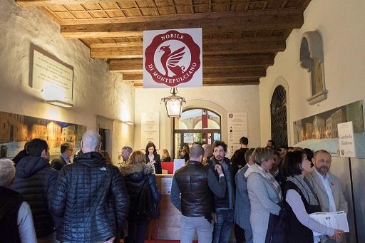 WINE/ AD ARANLDO CAPRAI E GALLO WINERY IL PREMIO INTERNAZIONALE VINITALY