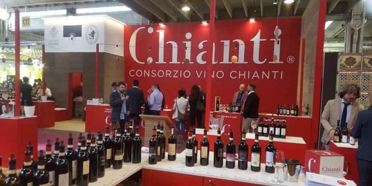 WINE/ INIZIA LA STAGIONE DELLE ANTEPRIME: L'ITALIA DA DEGUSTARE PARTE DALLE LANGHE