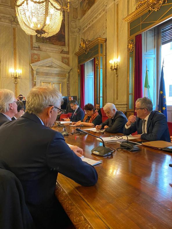 Incontro filiera vino con ministro Bellanova