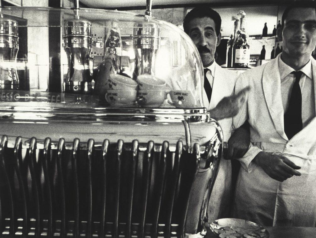 William Klein - Koffee machine and attendants, 1956