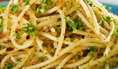 161229-pasta-con-mollica-e-alici-1600x1000-752x440