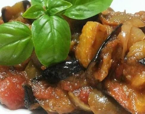 FOOD/ LA DOMENICA IN TAVOLA: BUCATINI SARDE FINOCCHIETTO SELVATICO E UN CALICE DI MADRE GOCCIA TENUTA IUZZOLINI