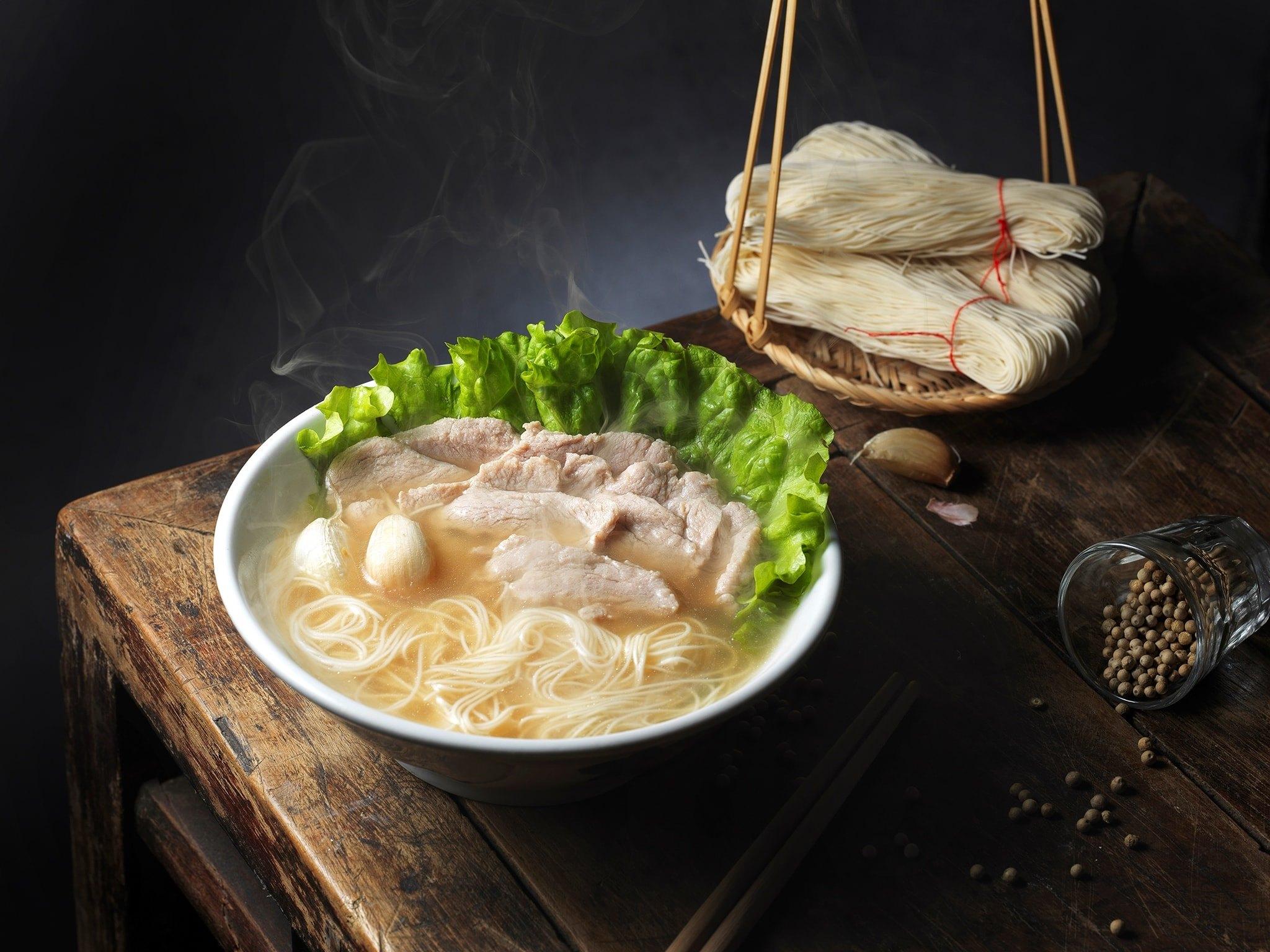 新加坡50年老店「松發肉骨茶」首登臺 「濃郁蒜味白湯頭」鮮甜味一吃難忘 - Foody 吃貨