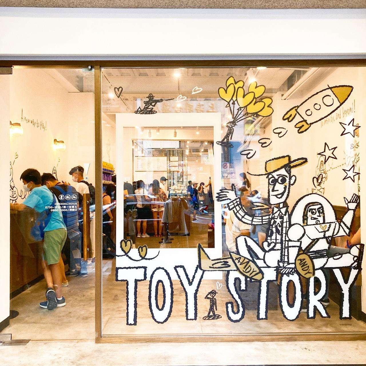 [臺北美食]TOY STORY 玩具總動員限定店-CAFE!N 硬咖啡 衡陽店☕ - Foody 吃貨