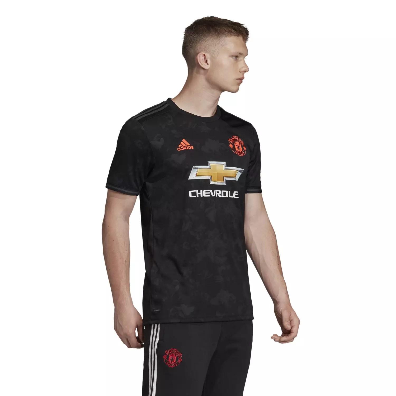 Livraison rapide et paiement sécurisé. Maillot Manchester United third 2019/20 sur Foot.fr