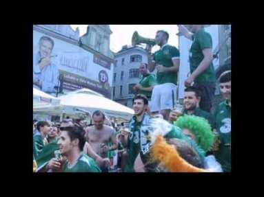 Tifosi irlandesi lanciano cori in piazza a Poznam 18 giugno 2012