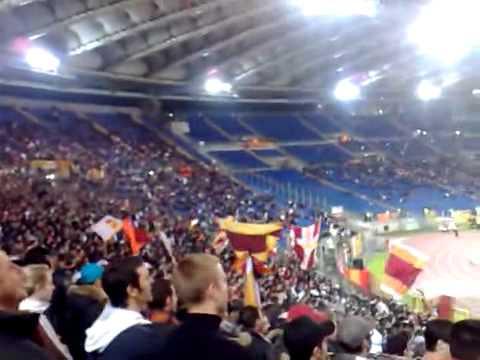 Canzone ultras Roma e musica di Guarda come dondolo