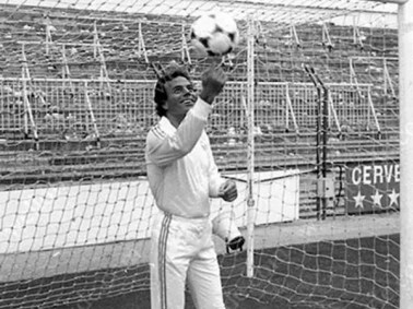 julio iglesias real madrid goalkeeper