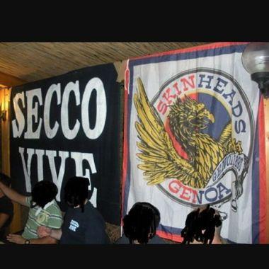 Genoa: stendardo skinheads