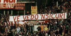 """Roma: stendardo """"mods"""" con frecce"""
