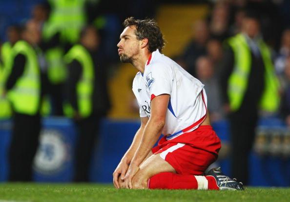 Le joueur d'Arles-Avignon Gaël Givet (ici sous les couleurs de Blackburn) peut être inquiet : il va bientôt devoir jouer à Cavaillon ! [Crédit : Phil Cole / Getty Images Sport]