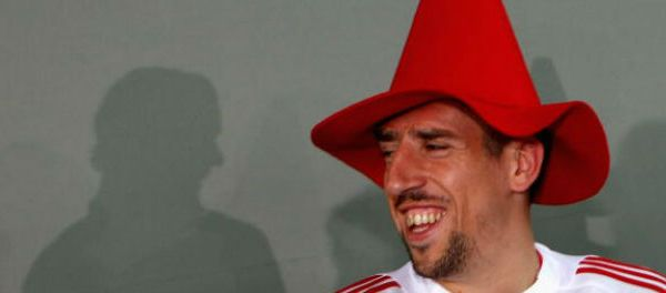 footballfrance-franck-ribery-surpris-en-train-lire-livre-sans-image-illustration