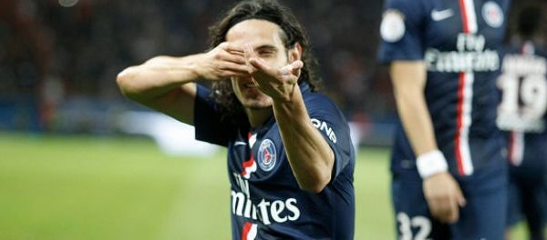 footballfrance-fan-edinson-cavani-sort-vrai-fusil-celebration-but-illustration
