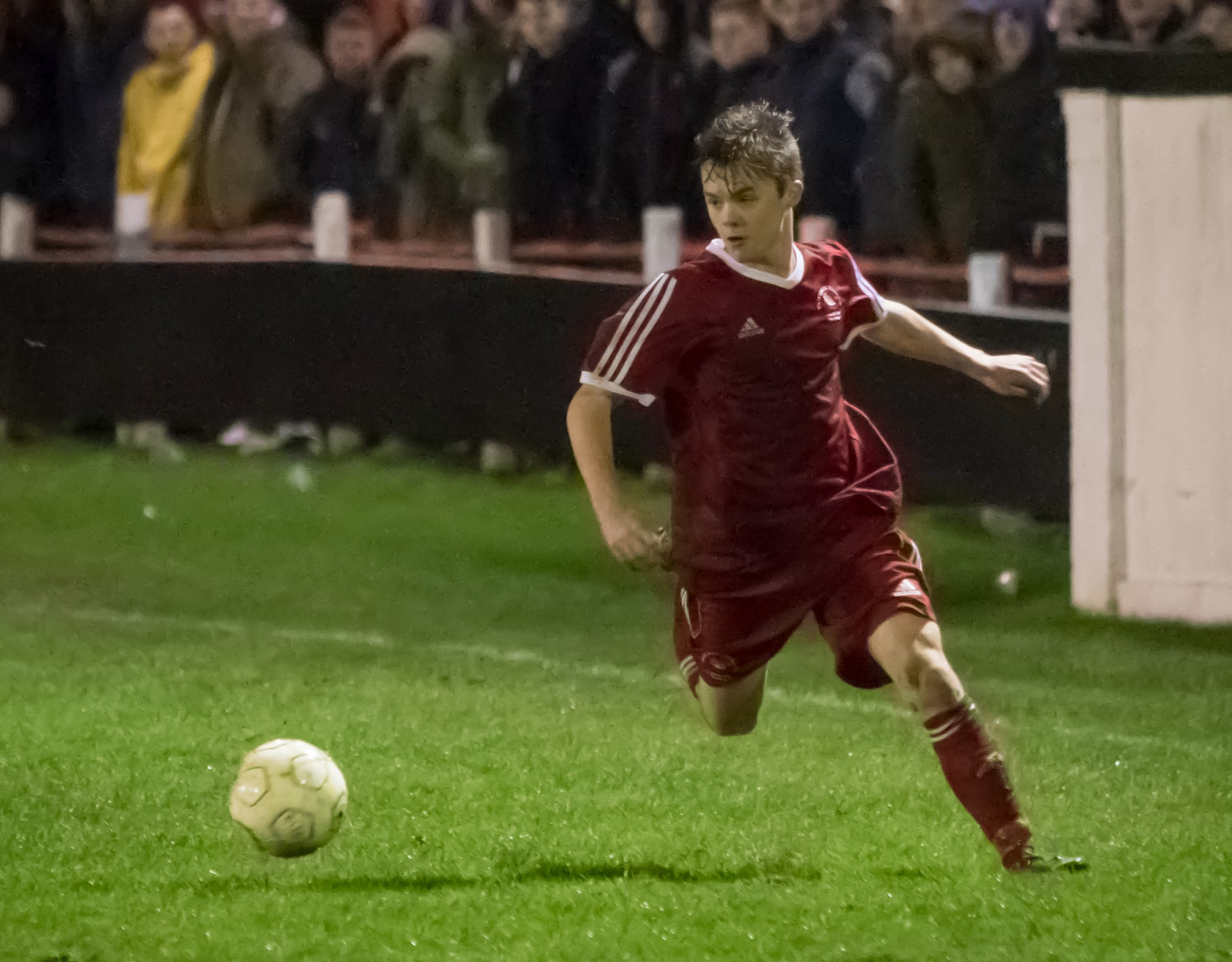 Bracknell Town retain impressive young full-back
