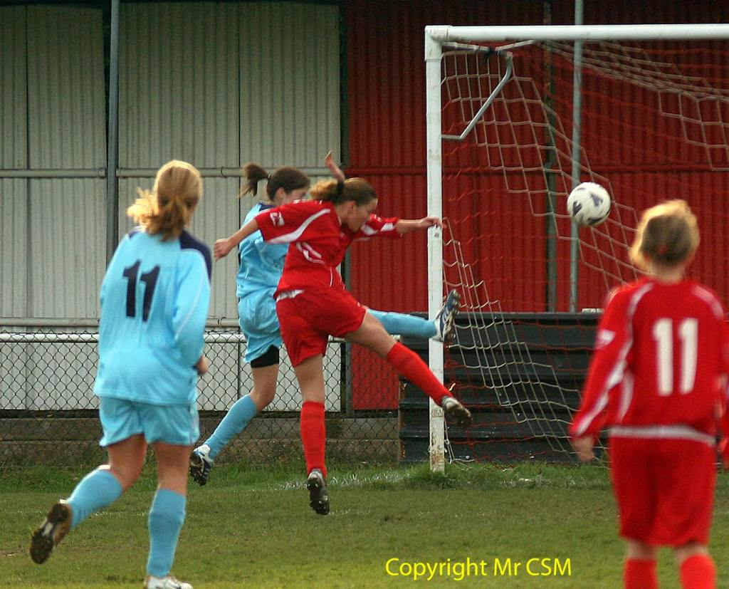 Michell Turner fires home for Bracknell Town Ladies
