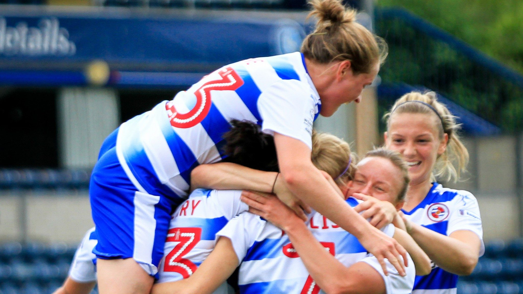 Reading Women sign Welsh international midfielder