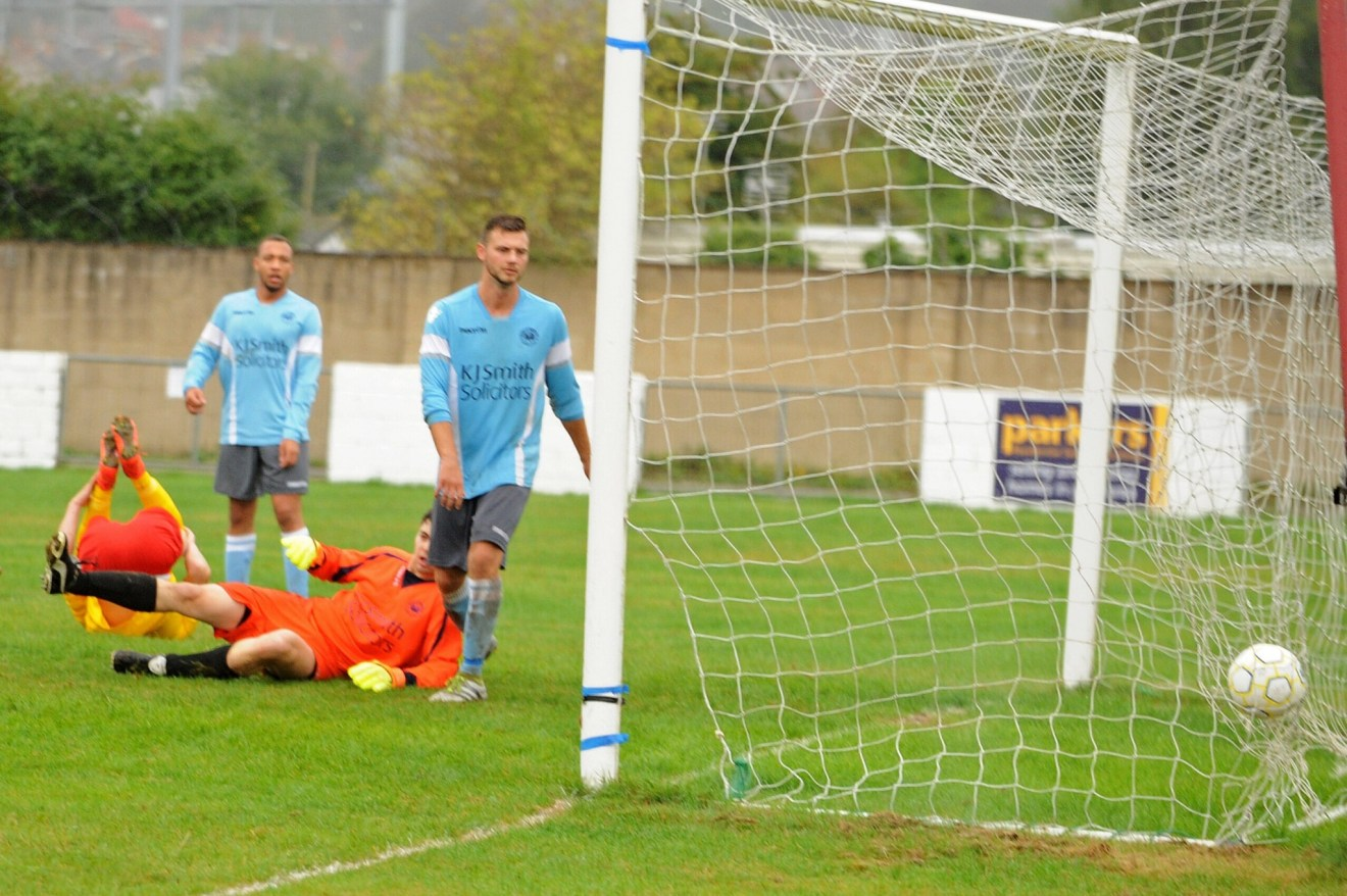 Woodley United FC in the FA Vase. Photo: Mark Pugh.
