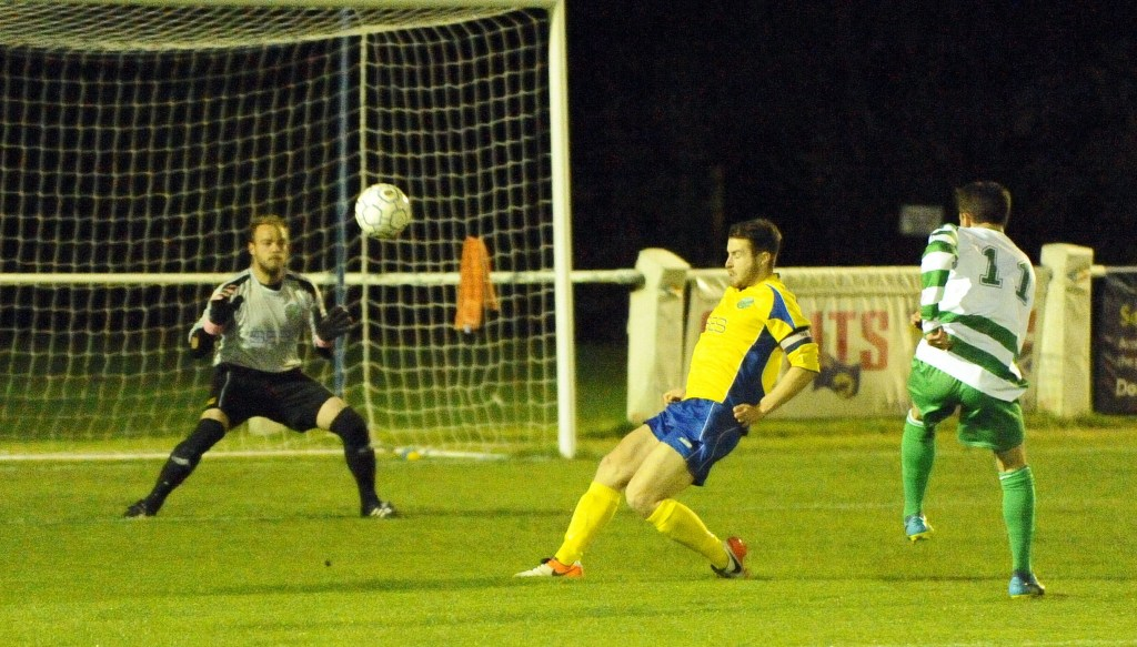 Ascot United vs Thame United. Photo: Mark Pugh.