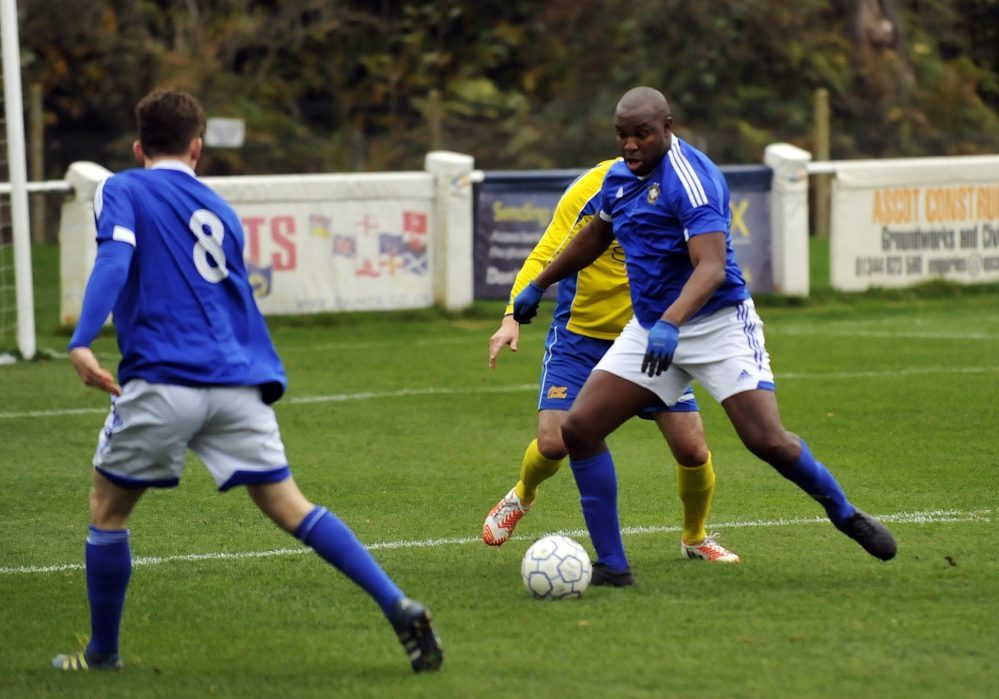 Marcus Richardson for Highmoor-IBIS, wearing gloves. Photo: Mark Pugh.