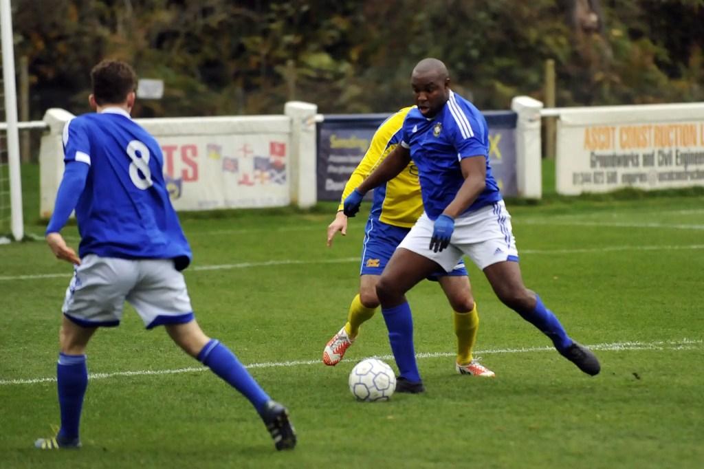 Marcus Richardson for Highmoor-IBIS, wearing gloves. Photo: Mark Pugh.