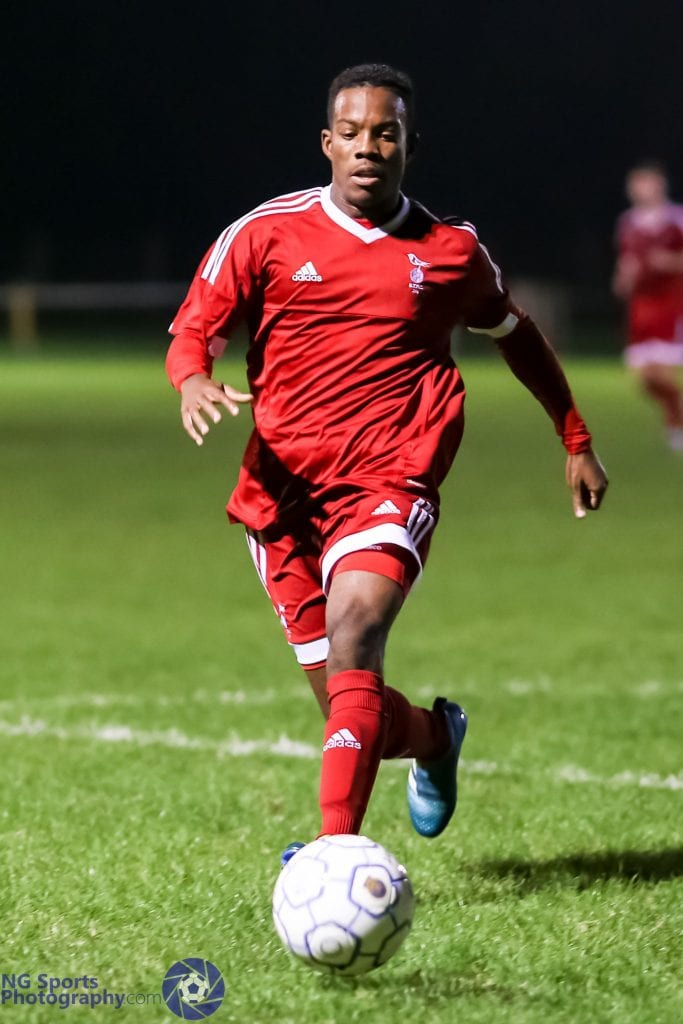 Kensley Maloney for Bracknell Town FC against Thatcham Town FC. Photo: Neil Graham.