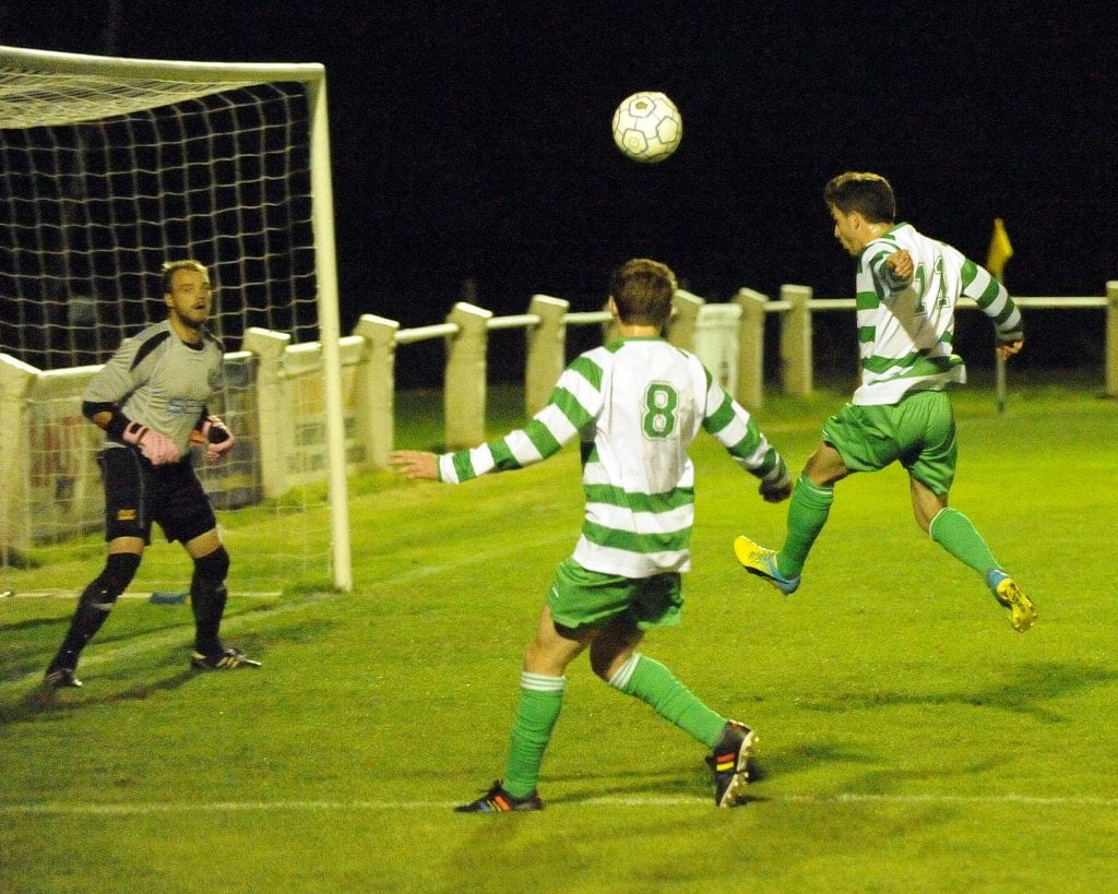 Luke Ricketts heads wide for Thame United. Photo: Mark Pugh.
