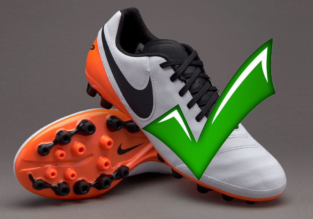 What football boots to wear on the new artificial pitch at Bracknell Town FC