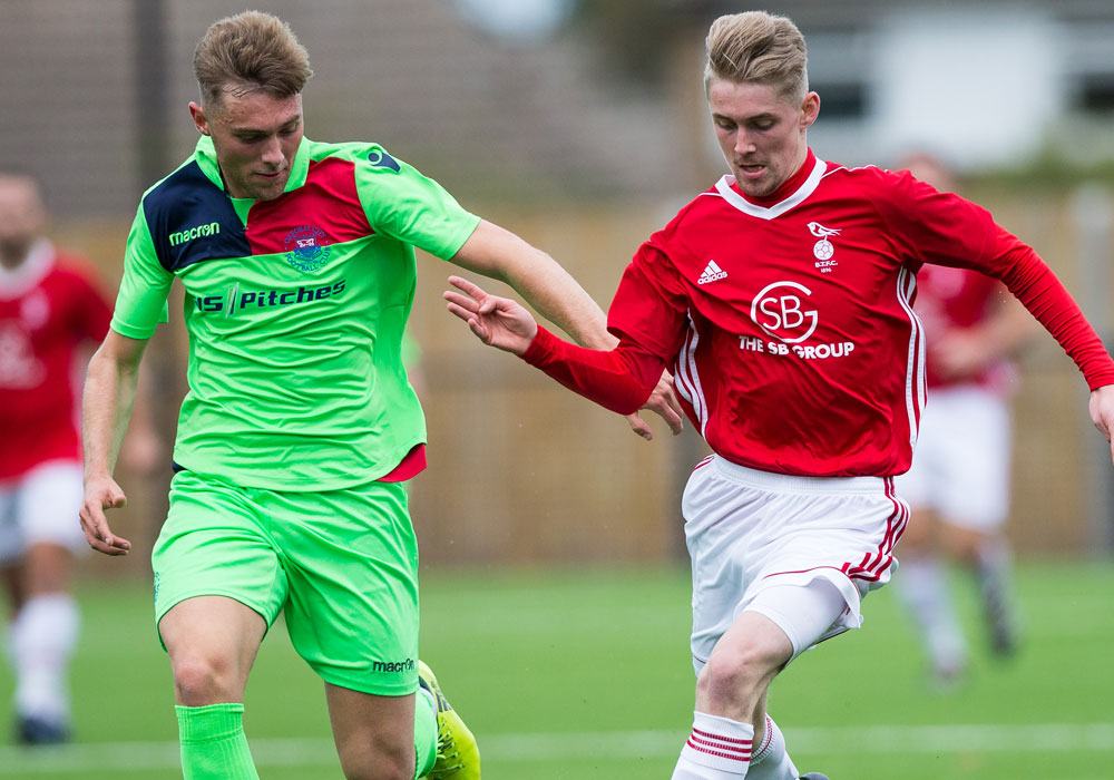 Dan Roberts on the ball for Bracknell Town. Photo: Richard Claypole.