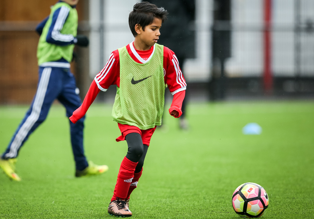 Easter Holiday football camps and courses in Bracknell and Berkshire