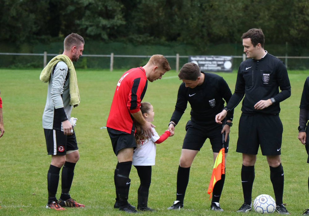 Ollie Kaya meeting a mascot before the Sandhurst Town vs Bicester Town fixture. Photo: Richard Milam.
