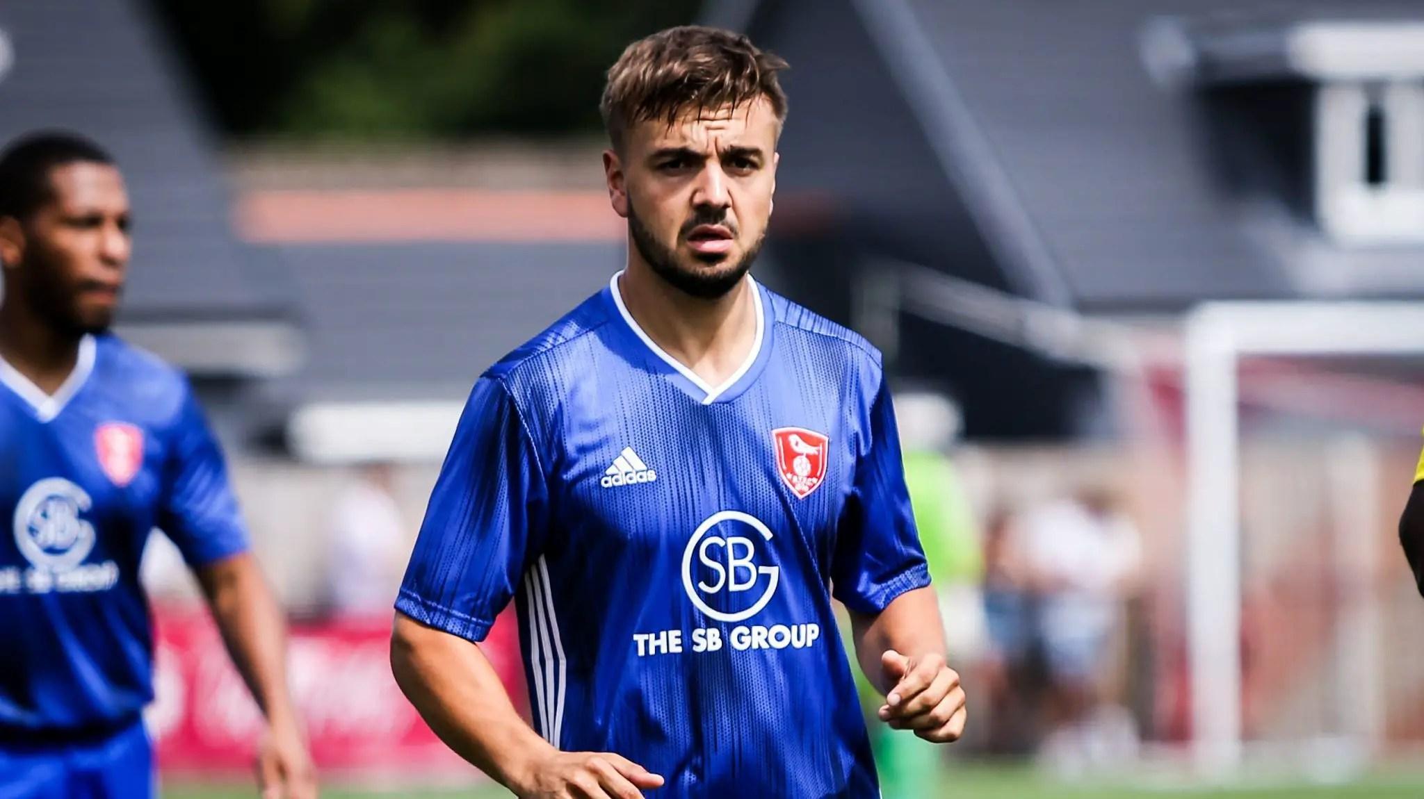 Bracknell Town defender Elliot Legg signs for Marlow