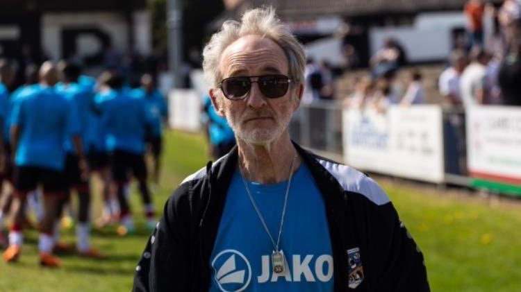 Legendary kit man Jon Urry leaves Maidenhead United