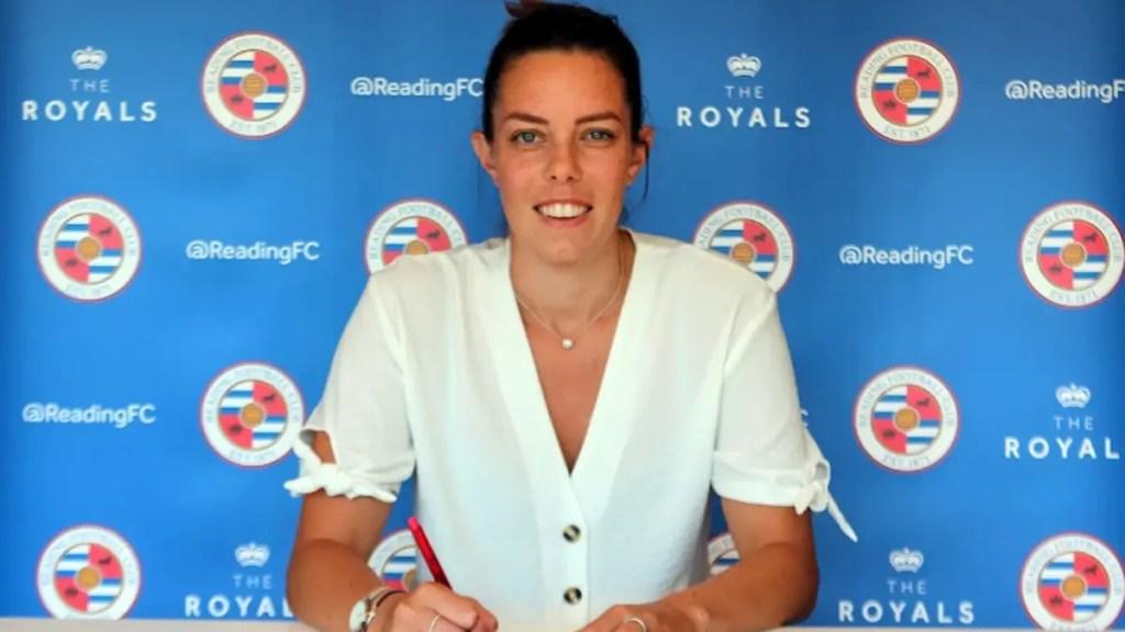Deanna Cooper joins Reading FC Women