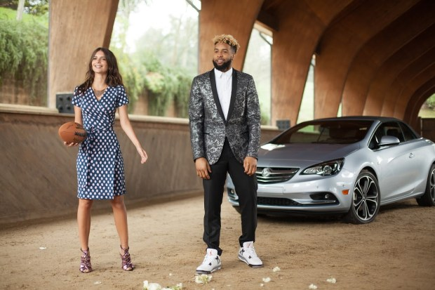 FOOTBALL IN HIGH HEELS: BUICK SUPER BOWL COMEMRCIAL NEWS