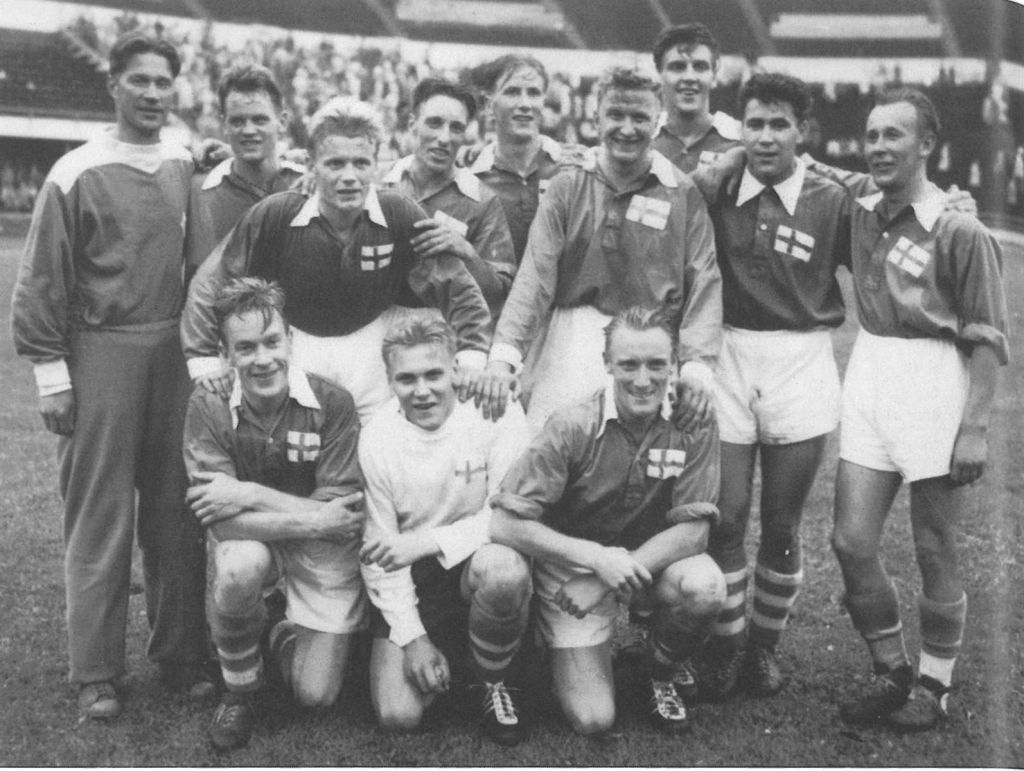 Photograph of the Finnish national football team of 1953.