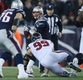 Umpire Garth DeFelice watches the line as it closes in on Patriots quarterback Tom Brady (David Silverman/New Engalnd Patriots)